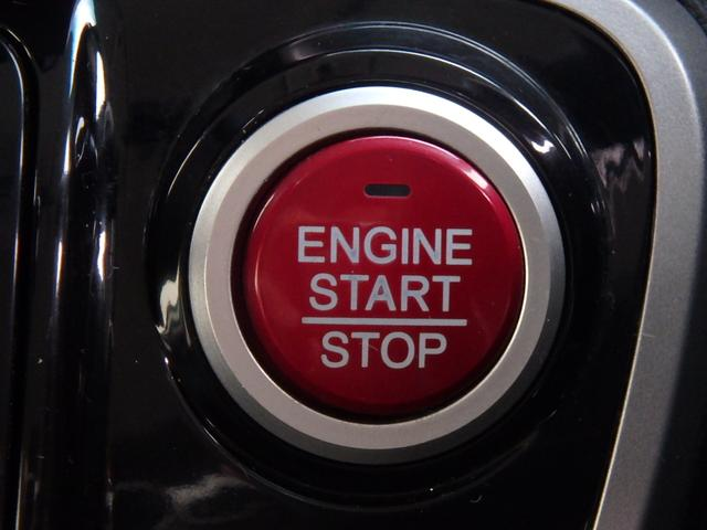 この赤いボタンはエンジンPUSHスタートボタンです。このボタンに憧れていた方も多いと思います。私もそうでした。これからはカギを回す事無く指一本でエンジンPUSHスタート!