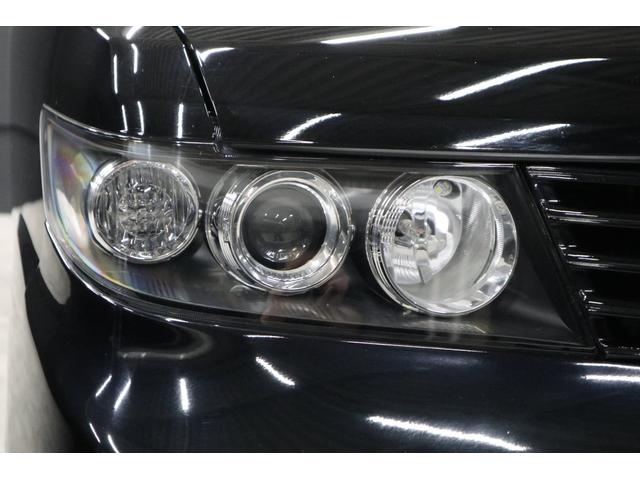 こちらはヘッドライトです。この3連レンズがZESTスパークの特長です。インナーもブラックアウトされたデザインで引き締まってとてもカッコイイです。