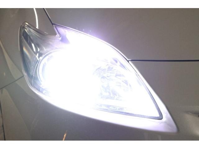 こちらは夜間の撮影です。ヘッドライトはLEDシステムに仕様変更しましたので、ご覧の通り純白光のとても明るくキレイな輝きです。