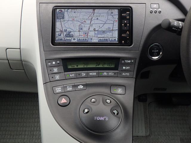 オーディオは純正HDDナビです。地図やお車の情報管理だけでなく、CD録音/再生のミュージックサーバー機能、DVDビデオ再生、Bluetooth、地デジTV等、とてもマルチにお楽しみ頂けます。