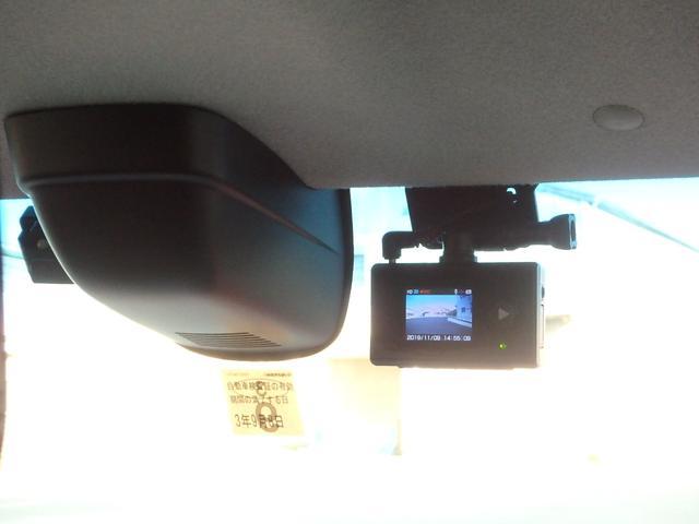 フロントガラスには、只今話題沸騰中のドライブレコーダーも装着されています。これさえ有れば、万が一の事故の時等に安心です。