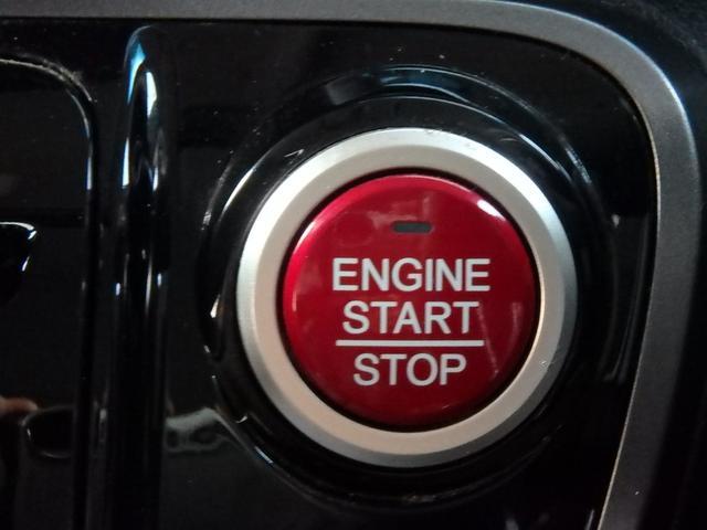 この赤いボタンがエンジンPUSHスタートボタンです。このボタンに憧れていた方も多いと思います。私もそうでした。これからはカギを回す事無く指一本でエンジンPUSHスタート!