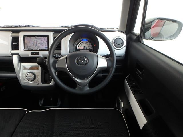 運転手に座るとこの様な感じです。運転が楽しくなりそうなコックピットです!