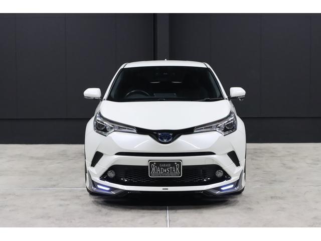 【今月の特選車】は、こちらのモデリスタ仕様のC-HRです。走行距離が少ないワンオーナー車と言う事も有り、外装・内装ともにとても状態が良くキレイなお車です。きっと満足して頂けると思います。