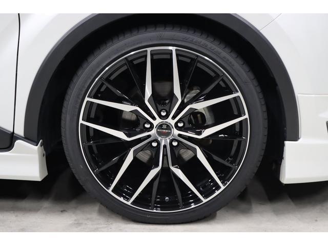 ホイールはBADX製の新作モデル、マルチフォルケッタTR5(ブラックポリッシュデザイン)の20インチホイールを今回新品で装着しています。※スタイルワゴン誌2020/5月号にも紹介されています。