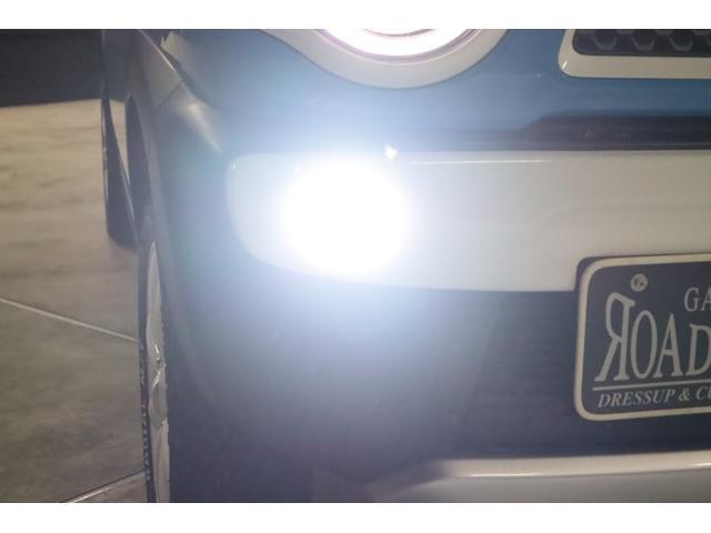 ご承知とは思いますが、低グレードにはフォグランプも付いていません。付いているグレードでも黄ばんだ光のハロゲンランプです。とてもダサいので今回LEDシステムに変更しました。ご覧の通り純白光になりました。