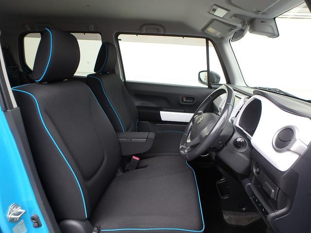 ご覧の通りシートの縁には、青色のパイピングが施工されています。もちろん純正シートですが、とってもオシャレですよね!欧州車の室内みたいです。(笑)ちょっと言い過ぎました...