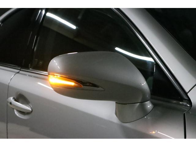 当然ですが、ドアミラーウインカーはLEDで光っています。