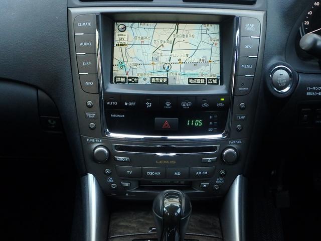 オーディオは、レクサス純正のHDDマルチナビゲーションです。地図だけでなく、お車の情報管理や、CD録音/再生のミュージックサーバー機能、地デジTV等とてもマルチにお使い頂けます。