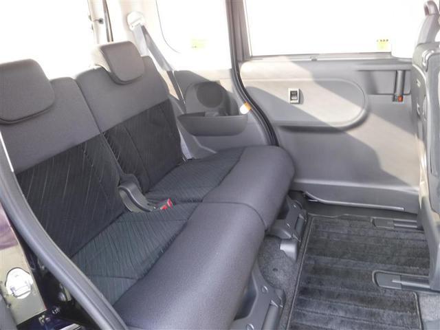 後部座席も広々スペースです!