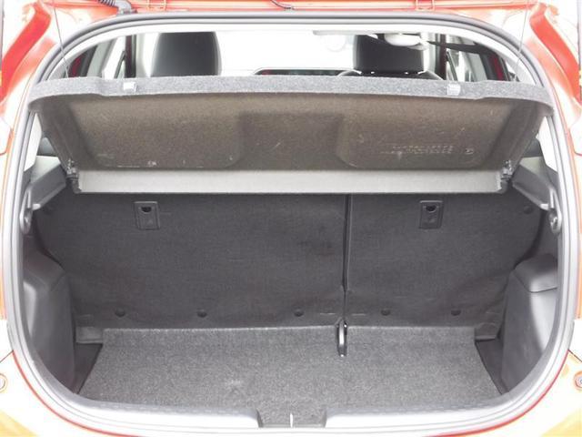 荷室長・バックドア開口幅ともに、ゆとりのあるサイズのラゲージスペース。トノカバーも装備で、荷室をすっぽりと覆い隠すことができます。