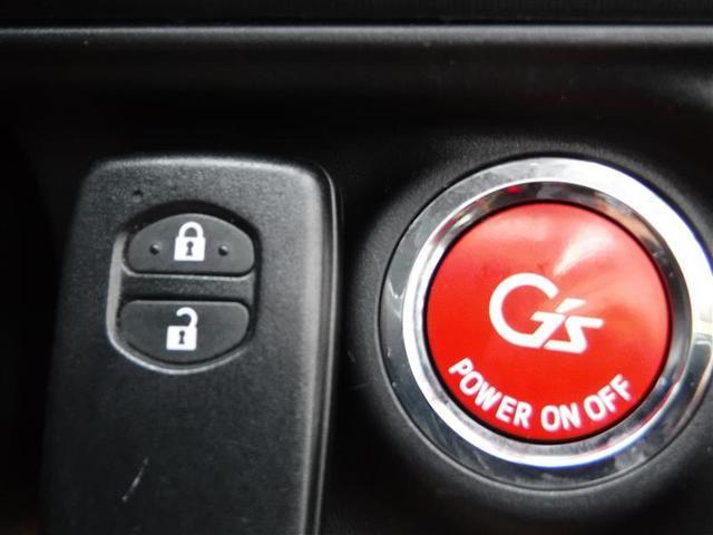 スマートキー付きです。ドアロックやエンジンのオンオフがワンタッチで出来ます。キーはバックに入れたまでOK♪すごく便利な機能です。
