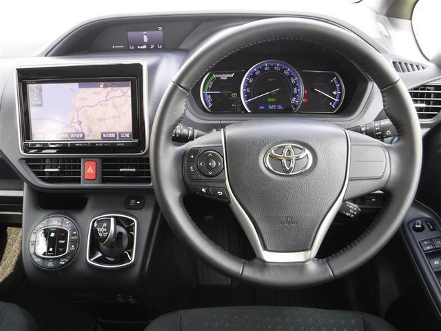 【運転席周り】運転しやすいスイッチ類をレイアウト!そのために足元も広く、ラクラク運転♪