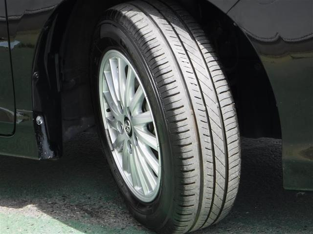 純正アルミホイール付きです。タイヤの溝もバッチリ残っています。ココも中古車選びのポイントですよ♪