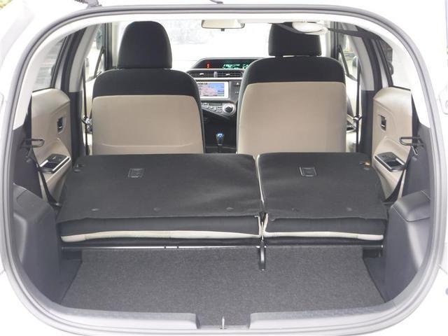 後席シートの背もたれは、前倒しして格納可能です♪ カンタン操作で、トランクスルーが可能♪長尺の荷物がある時でも、積載可能ですv(^_^)v