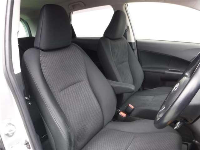 運転する人の体をしっかり支えるシート!疲れないシートで適正な運転姿勢を保てて安全♪