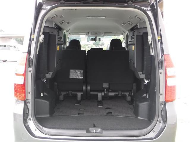 後部座席を収納するとこのような広々とした収納空間に早変わりです♪
