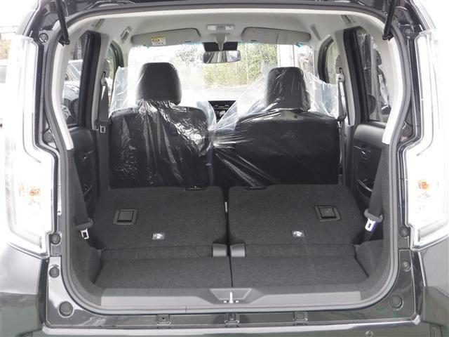 リアシートバックを前に倒して長尺物も積み込める大容量のラゲッジスペースを拡大できます!