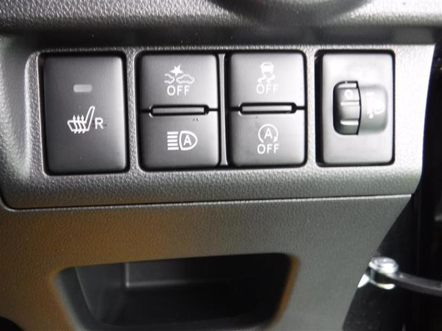 運転席にはシートヒーターもついており、これからの季節に重宝しますよ〜!