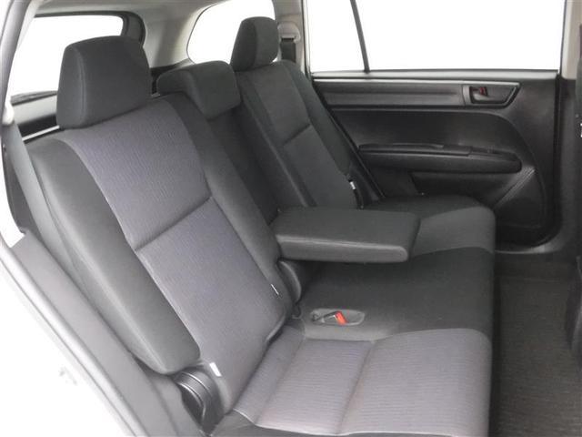 セカンドシートのセンターにはアームレストも御座います。必要ない時は跳ね上げて快適な空間を! ゆったりドライブされたい方は肘を掛けながらのんびりドライブ出来ます