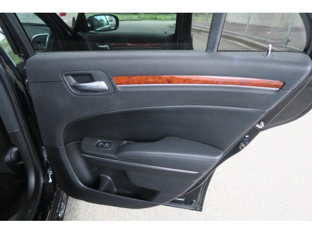クライスラー クライスラー 300C リミテッド オートエアコン 本革パワーシート CD