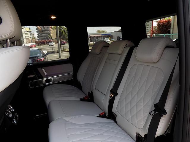 G400d マヌファクトゥーアエディション 限定車 D車左H インテリア+PKG AMGライン ラグジュアリーPKG 白革 SR アダプティブダンピング レーダーセーフティ 360°カメラ AMG20inAW ベンチレーション&マッサージシート(32枚目)
