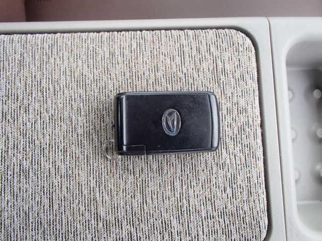 キーレスエントリーでバックに入れておけば開錠・施錠・エンジンオンにキーは要りません。