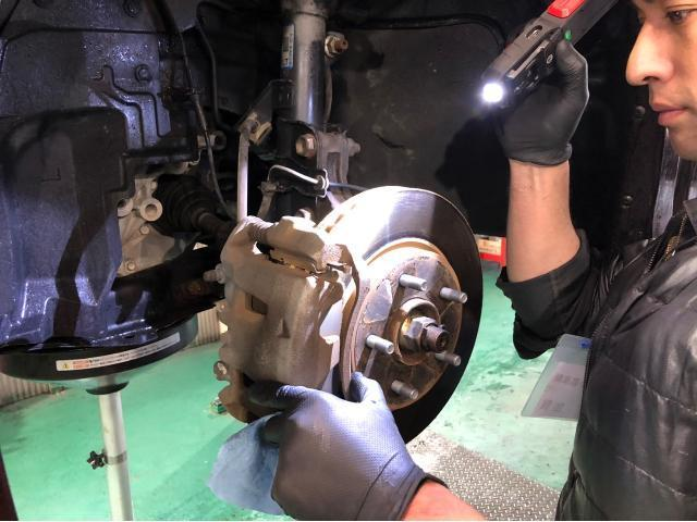 ブレーキ廻り分解点検中!!!!分解を行い、点検・清掃・各部給油を行います(^_^)必要に応じて調整を実施致します♪