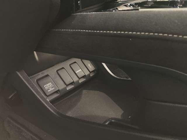 ハイブリッドRS・ホンダセンシング シートヒー ナビTV ETC メモリーナビ アイドリングストップ DVD アルミ 盗難防止システム オートクルーズ スマキー リアカメ 衝突軽減ブレーキ付き VSA エアコン ワンセグTV ABS(17枚目)