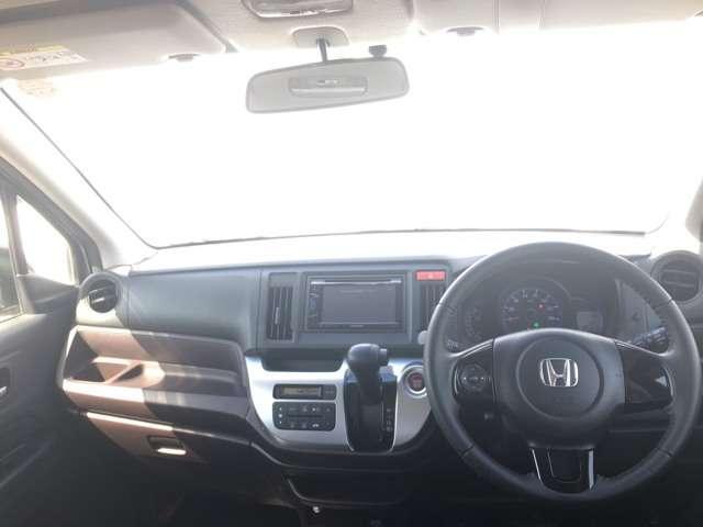 フロントガラスが大きいので視野が広く運転してても安心です!