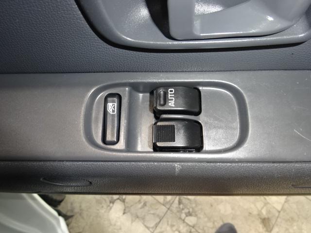 運転席・助手席はパワーウィンドウ搭載です。