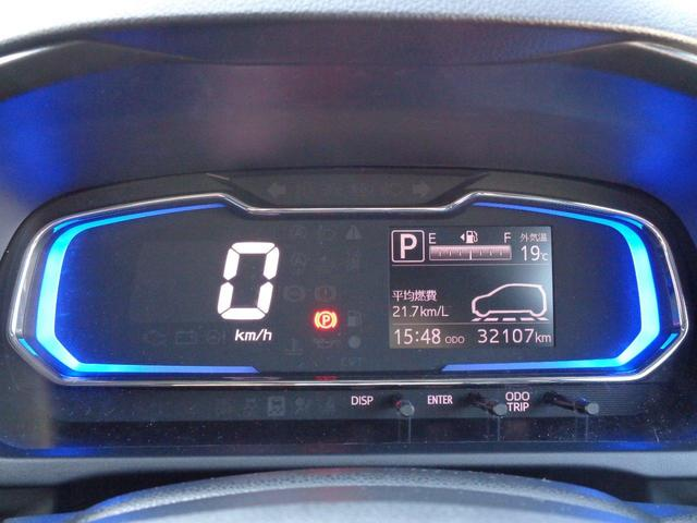 メータはデジタルで大きな表示。見やすく分かりやすい。走行距離は32,000キロ代と少ない車両です。
