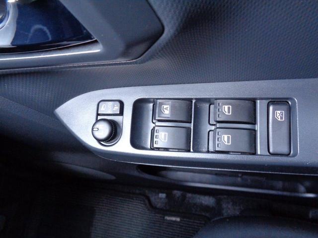 運転席ドアにはパワーウィンドウ全席窓の開閉が可能。お子様の開けすぎ防止も防げます。