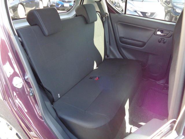 後部座席シートは綺麗で状態は良好です。ブラックシートで汚れが目立ちにくくなってます。
