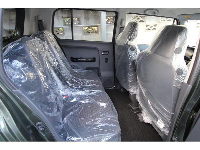 もはや必須のベンチシート!奥様との運転交代がスムーズに済みますし、助手席にお子様がいる場合も何かと重宝します。足元も広々しますので開放感がUPいたします♪