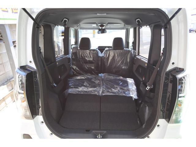 足元のスペースがゆったり。並みの普通車よりも広いのです!ご家族も快適なドライブをお楽しみ頂けます♪