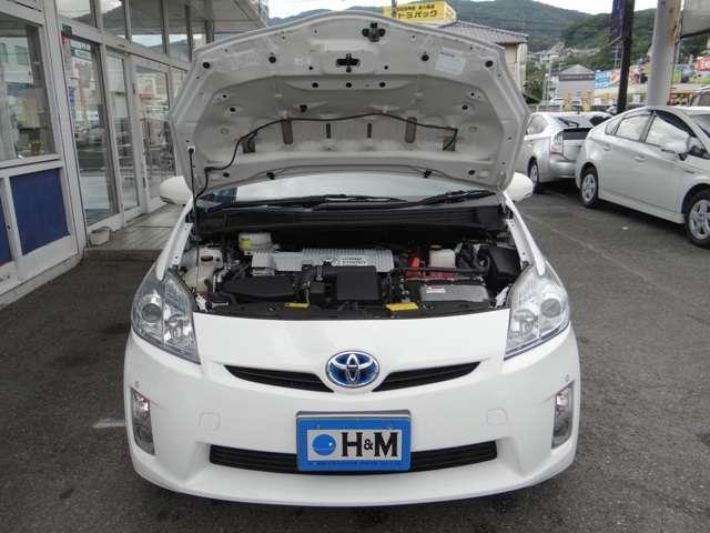 エンジン部は排気量が+300ccの1.8L直4に変更され、モーターは小型・高回転型に。さらにトルクを増幅させるリダクションギアが新たに採用され2.4L車並みの動力性能を確保されています。