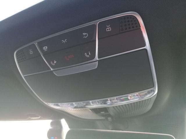 スマートフォンとの連携もセリングポイントのひとつ。画面での車両状態の確認はもちろん、遠隔操作によるドアのロックや並列・縦列駐車も可能となっている。