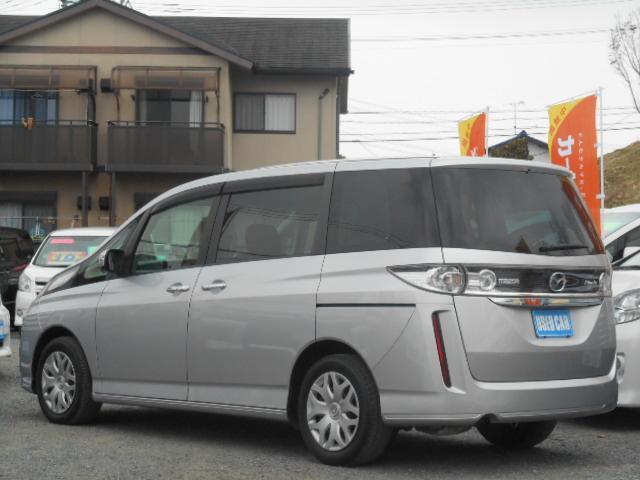 フィルム施工サービス可能です。(弊社規定品、条件有、詳しくはスタッフまで)プライバシーガラスが純正装備されております!(^^)!車内から外を見るときは気にならず、後方からは車内が見えにくくなってます
