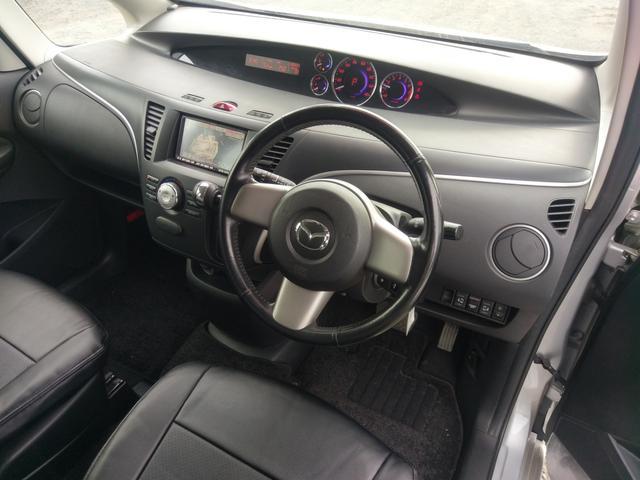 ハンドル廻りもスッキリ!!スマートな作りになっております。フロントガラスも大きく設定されており走行中の視界もバッチリ(^o^)!!操作しやすい位置に各スイッチもついております!!