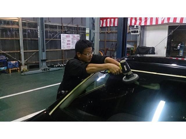 お客様の大切な車にキズが付かないよう、細心の注意を心がけております。