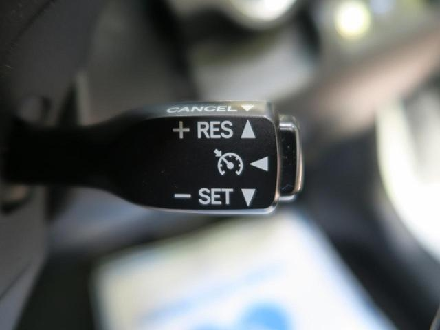 高速道路で便利な【クルーズコントロール】も装着済み。アクセルを離しても一定速度で走行ができる装備です。加速減速もスイッチ操作で出来ますので、高速でのお出かけもラクラクです♪