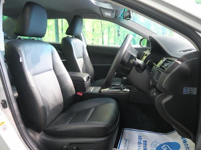 【レザーパッケージ専用ブラック革シート】高級感溢れる革シートはコンソールボックスも革仕様。【前席シートヒーター】も標準装備。