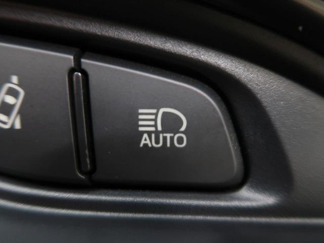 【オートマチックハイビーム(AHB)】対向車のヘッドランプや先行車のテールランプなどの周囲の明るさをカメラで検知しハイビームとロービームを自動で切り替えることによって、最適な夜間視界の確保を支援。