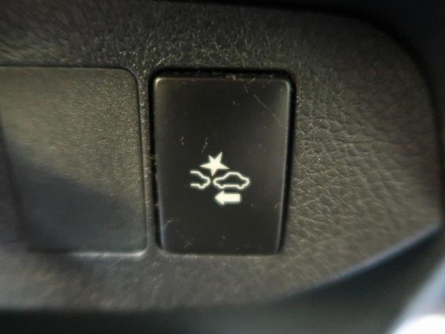 【プリクラッシュセーフティ】ドライバーに警報やディスプレイ表示で警告し、衝突回避の操作を促します。