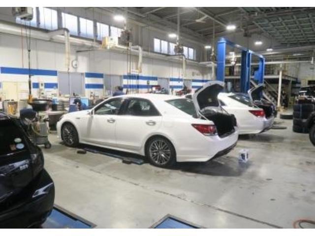 最新の設備を導入した大きな整備工場も併設!車検や整備もお任せください!購入後のサポートも安心していただけます♪
