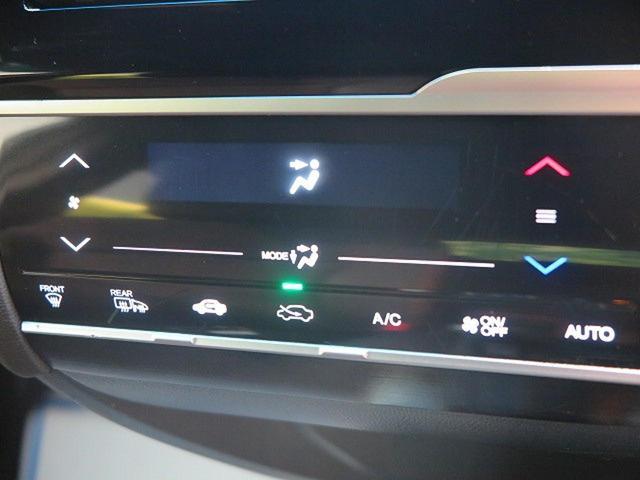 寒い冬も暑い夏でも全席に快適な空調を届ける【オートエアコン】装備です☆