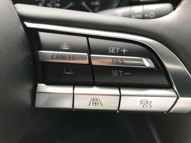 右のステアリングスイッチはクルーズコントロールです。