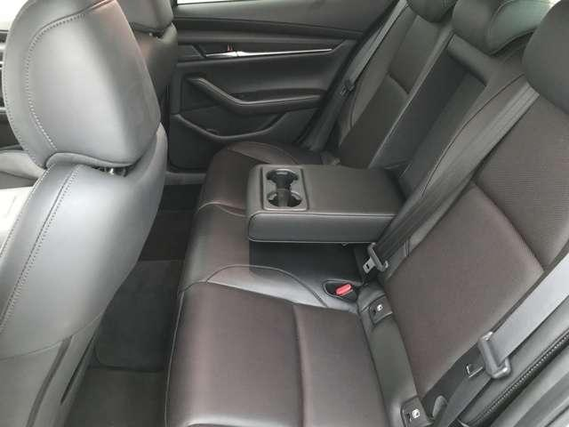 後部座席はゆったりしていてロングドライブもストレスなく楽しいドライブができますよ!