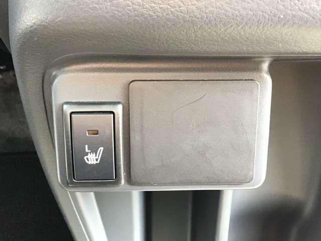 運転席助手席共にシートヒーター付きです☆